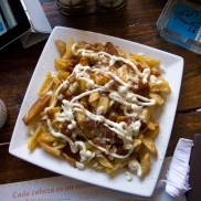 Homemade fries, ketchup, mayonnaise and finely diced raw onions. You can order this dish at Via Via.