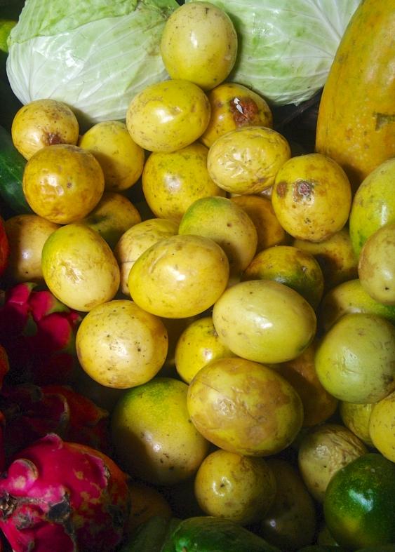 Mercado Monday: Passion Fruit (Calala or Maracuya)